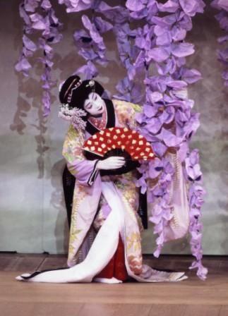 El keshō, o maquillaje, provee un elemento de estilo fácilmente reconocible incluso por aquellos que no están familiarizados con esta forma de arte