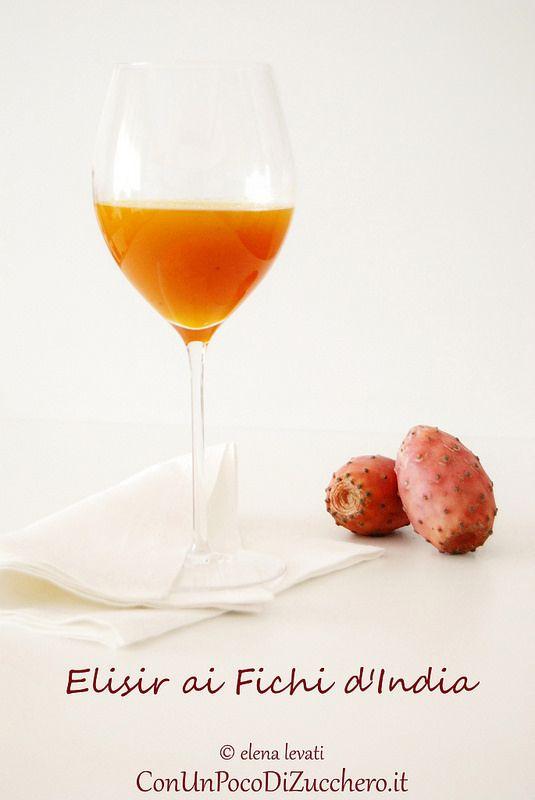 Elisir ai fichi d'india - prickly pears elixir: http://conunpocodizucchero.wordpress.com/2014/10/07/elisir-ai-fichi-dindia/
