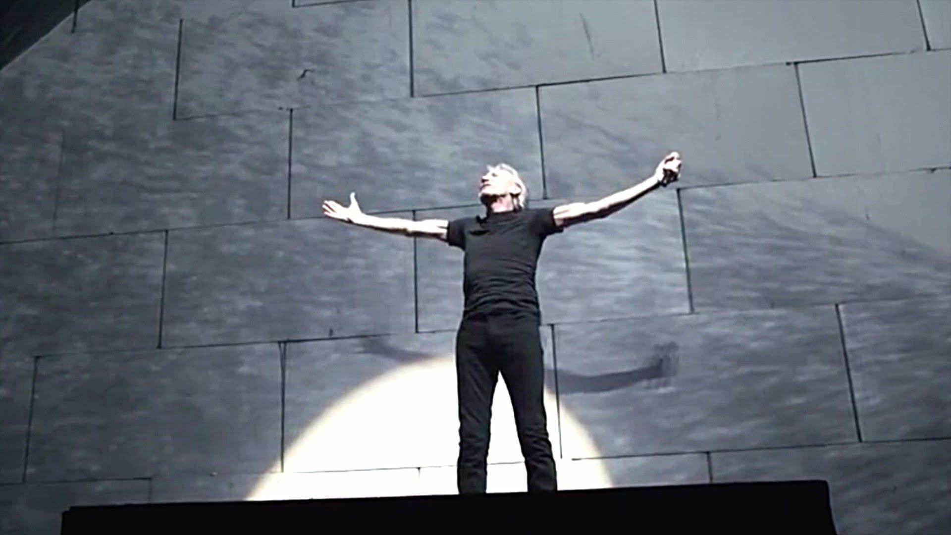 Roger Waters David Gilmour Comfortably Numb 2011 Live Video