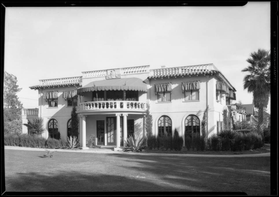 63 The Minnelli Mansion Ideas In 2021 Mansions Beverly Hills Mansion Celebrity Houses