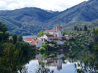 Fantastic+Spacious+Lakeside+Villa++in+the+Historical+Village+of+Dornes+++Holiday Rental in Leiria from @HomeAwayUK #holiday #rental #travel #homeaway