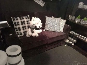 J-Line Zwart velours sofa bank 2 persoons met kussen velours zwart 170