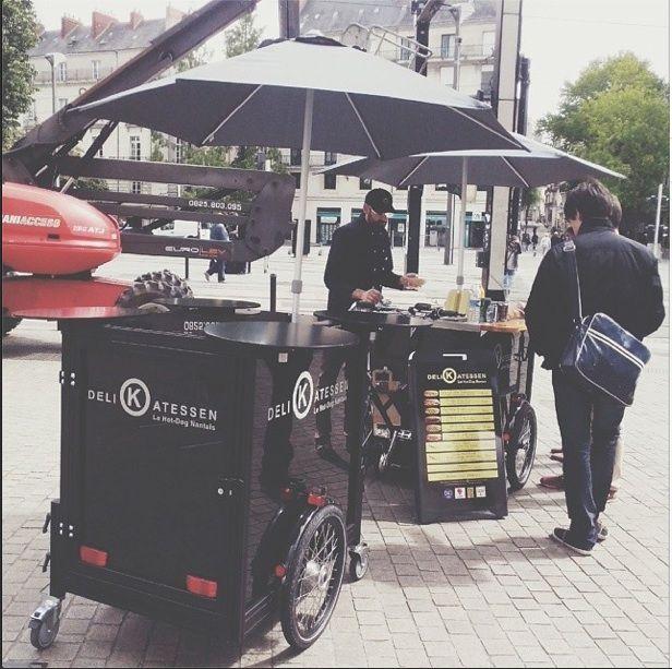 #Delikatessen le #restaurant de hot dogs, à #vélo à #Nantes. #terrasse