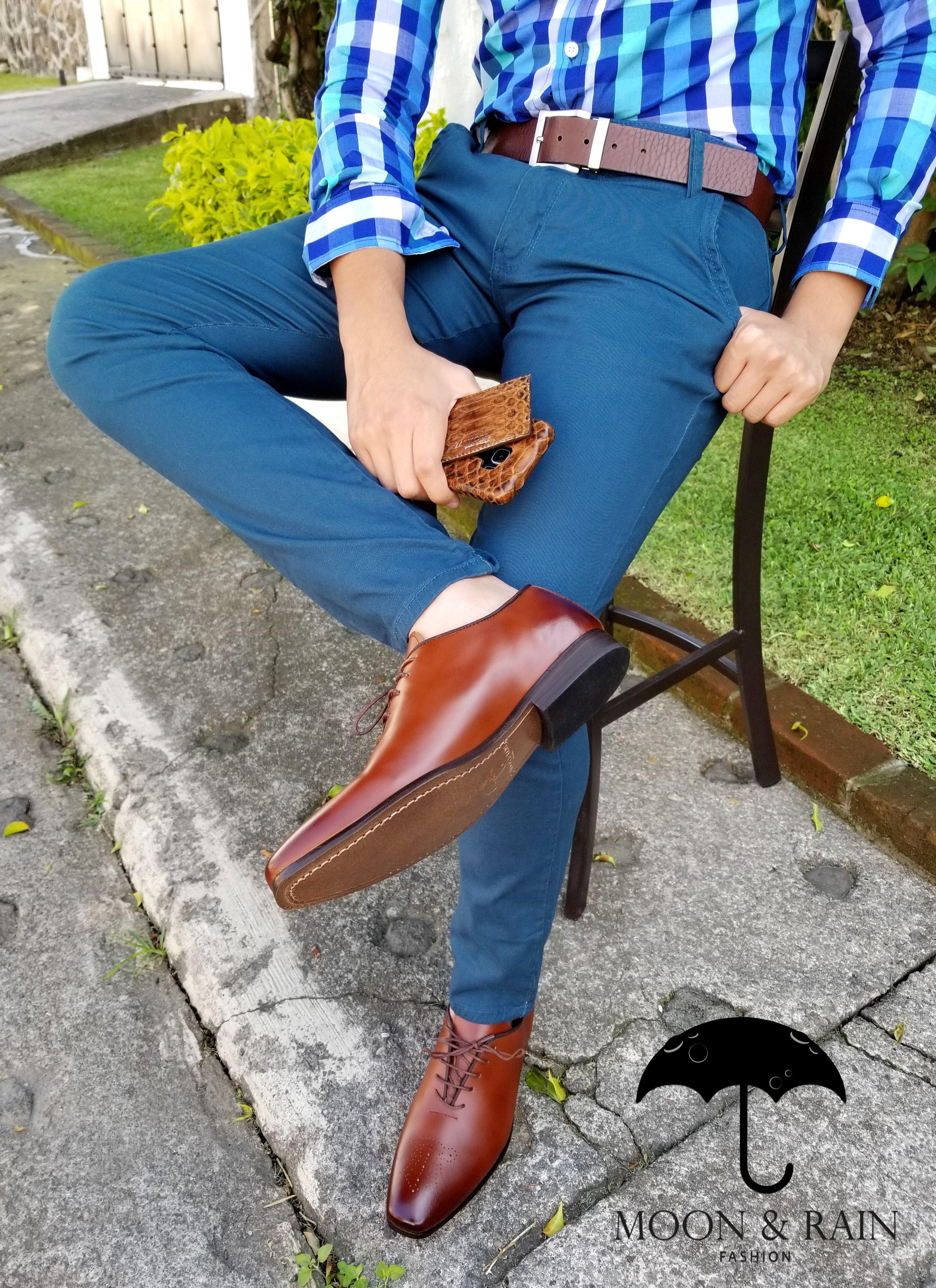 Outfit Para Hombre Camisa Slim Fit De Cuadros Azules Pantalon Skinny De Gabardina Aqua Moca Moda Ropa Hombre Combinar Ropa Hombre Combinacion De Ropa Hombre