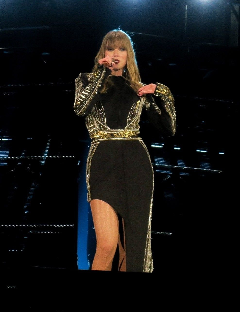 Taylor Swift At The Reputation Stadium Tour Performing Don T Blame Me