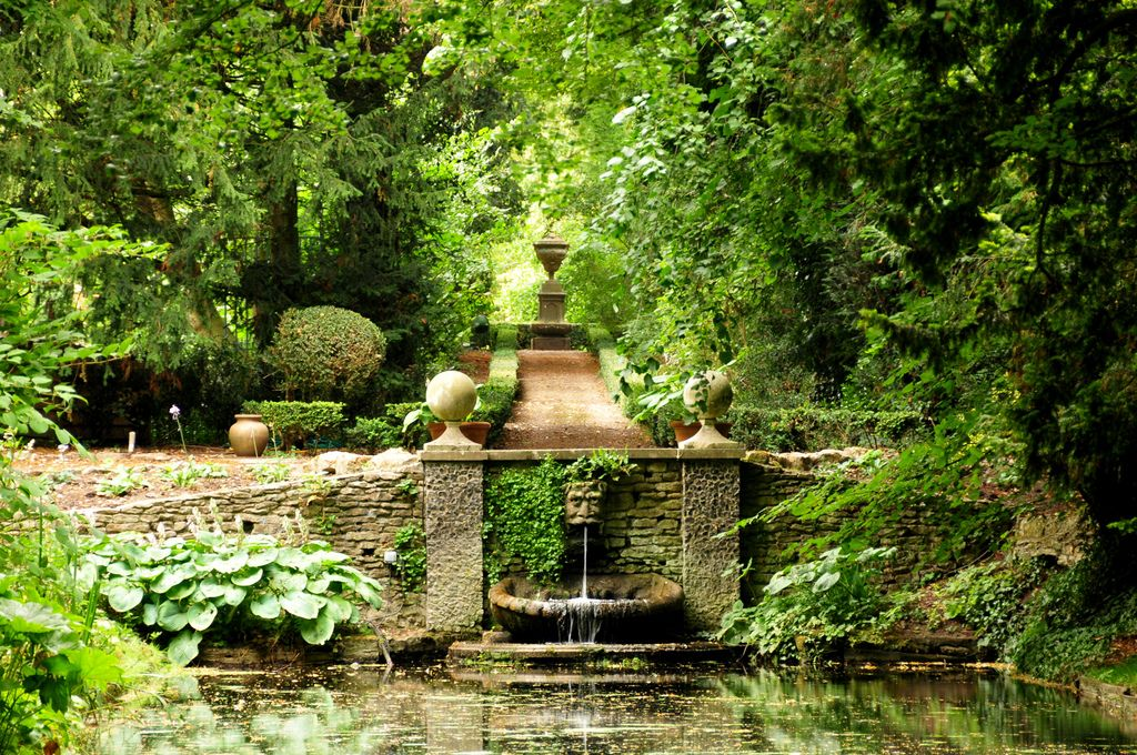 Lancaster Garden Walk: Haseley Court, Oxfordshire, England
