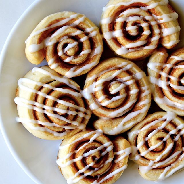 Sunday morning calls for Pizza Dough Cinnamon Rolls! This quick recipe will be on your #breakfast…