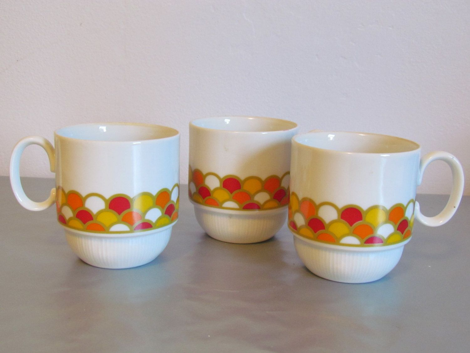 Vintage Georges Briard Set Of Three Coffee Mugs Cups Carousel