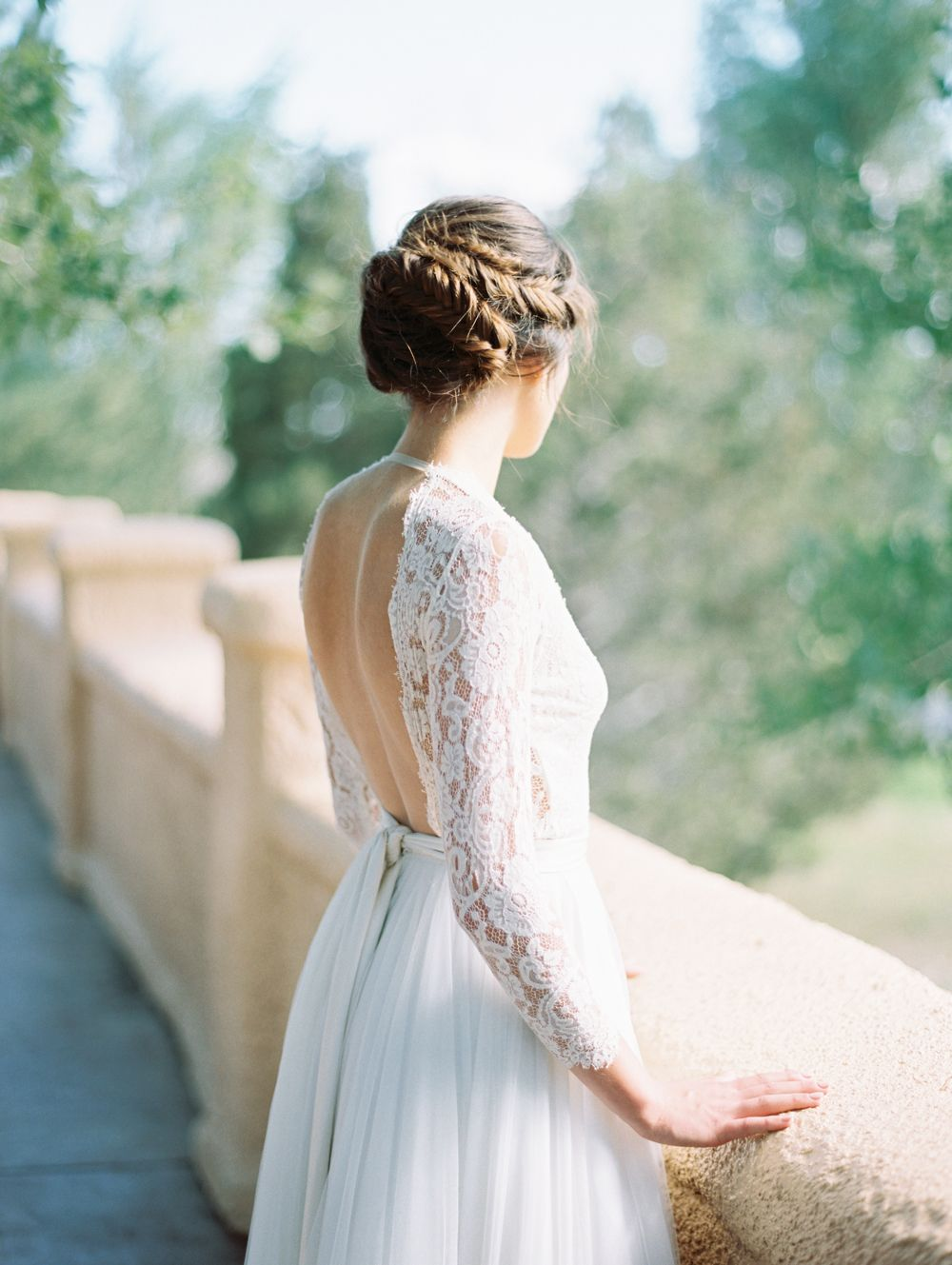 Backless dresses for the winter bride wedding dress vaulting and