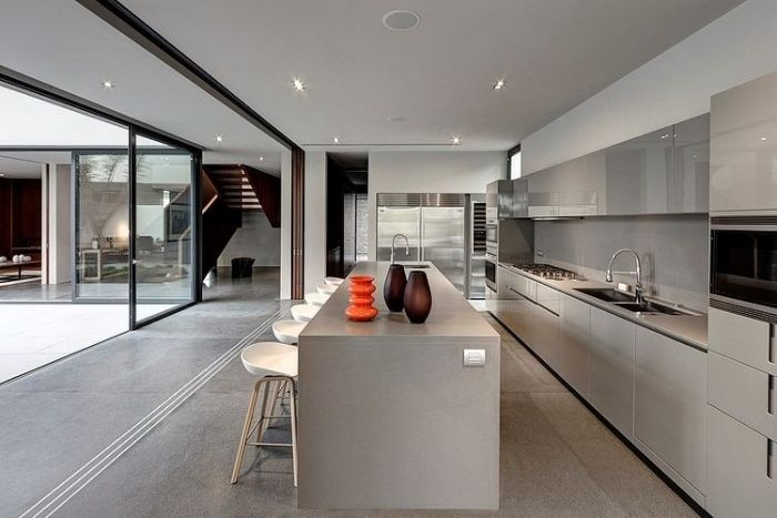 Zeitgenössische Küche In Grau Nuancen Offenes Raumkonzept Mit Schiebetüren