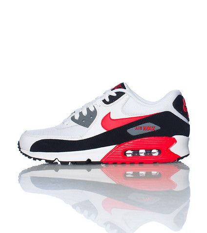 NIKE Low top men s sneaker Air bubble heel Cushioned inner sole AIR MAX  Lace up closure b93563ff6