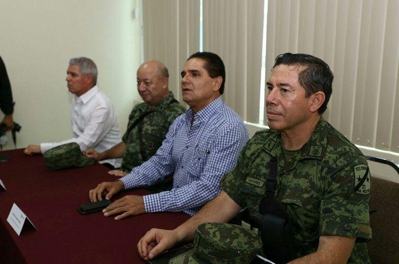 En Sahuayo, el gobernador de Michoacán, Silvano Aureoles, y el general Pedro Felipe Gurrola, encabezaron reunión del Grupo de Coordinación…