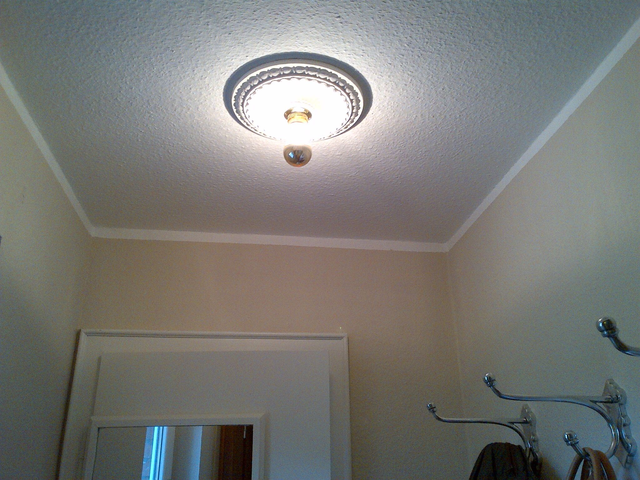 diy stucklampe ganz leicht selbst gemacht ist sie in kleinen r umen wie der garderobe eine. Black Bedroom Furniture Sets. Home Design Ideas