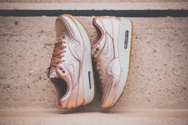 sneakers nike air max 1 cut out metallic red bronze nikes