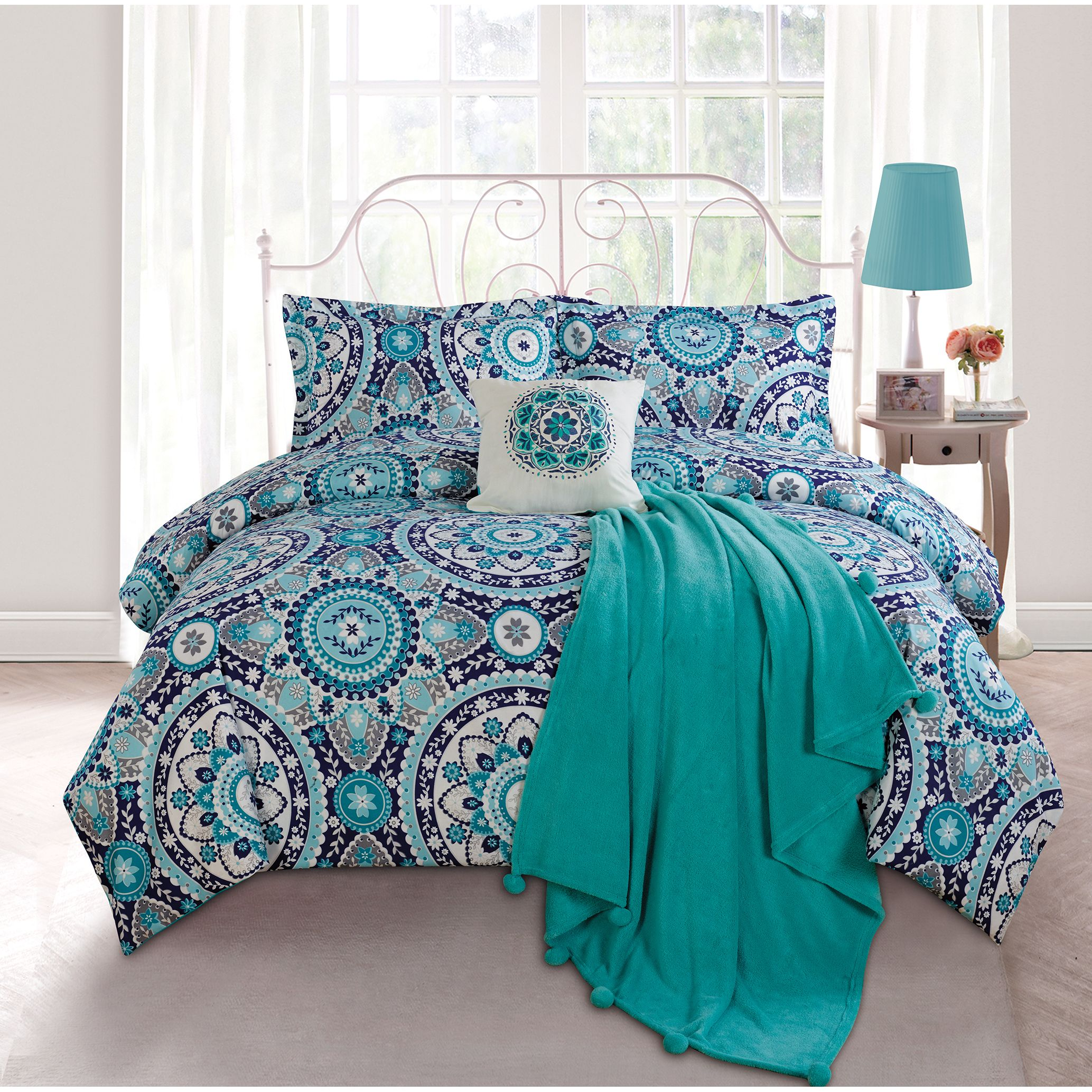 Decorate your dorm room or bedroom with this cute navy blue turquoise blue and white forter This stylish forter set provides superior fort and a