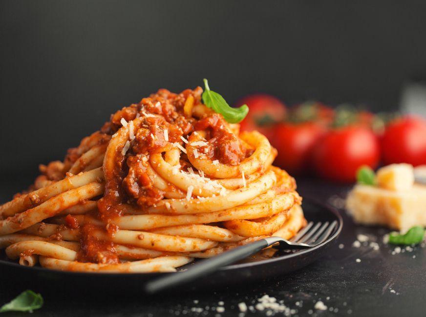 einfache Gerichte, die Sie mit einer Dose Tomaten kochen können Cremige Tomaten-Pasta mit nur 3 Zutaten!Die  Die, as a verb, refers to death, the cessation of life.   Die may also refer to: