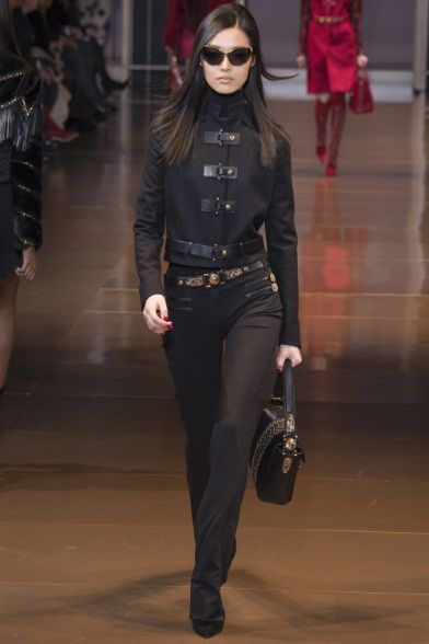 Sfilata Versace Milano - Collezioni Autunno Inverno 2014-15 - Vogue