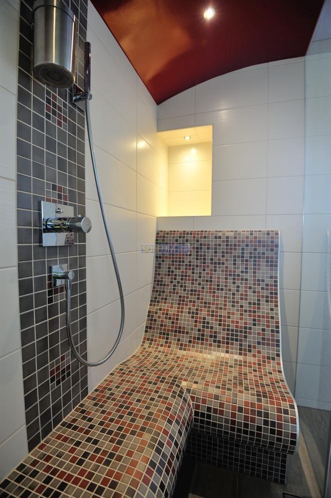 infrared heated lounger bench in a steam bath beheizte bank in einer dampfdusche b der. Black Bedroom Furniture Sets. Home Design Ideas