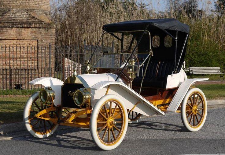 Vintage Cars -                                                              1909 Hupmobile Model 20 Two-Passenger Runabout - (Hupp Motor Car Corp. Detroit, Michigan, 1908-1940)