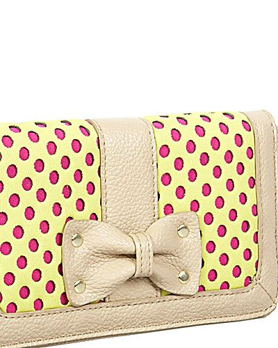 SCUBA GAL PERFORATE WALLET #wallet #cute #dots #pink #bow