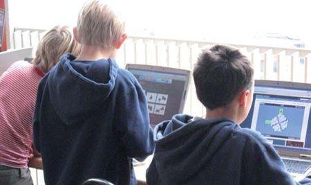 Børn og unges liv bliver mere og mere digitalt, både i skolen og i hjemmet. Det digitale liv bringer mange fordele men også sikkerhedsrisici, som er helt nye, især for helt unge borgere. Der søges nu testklasser i hele landet til et nyt undervisningsmateriale om digital tryghed målrettet elever i 5.-6. klasse.
