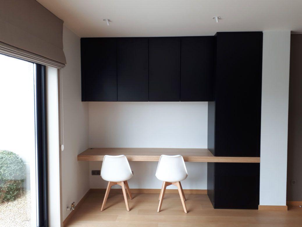 Moderne bureau met zwart en eik
