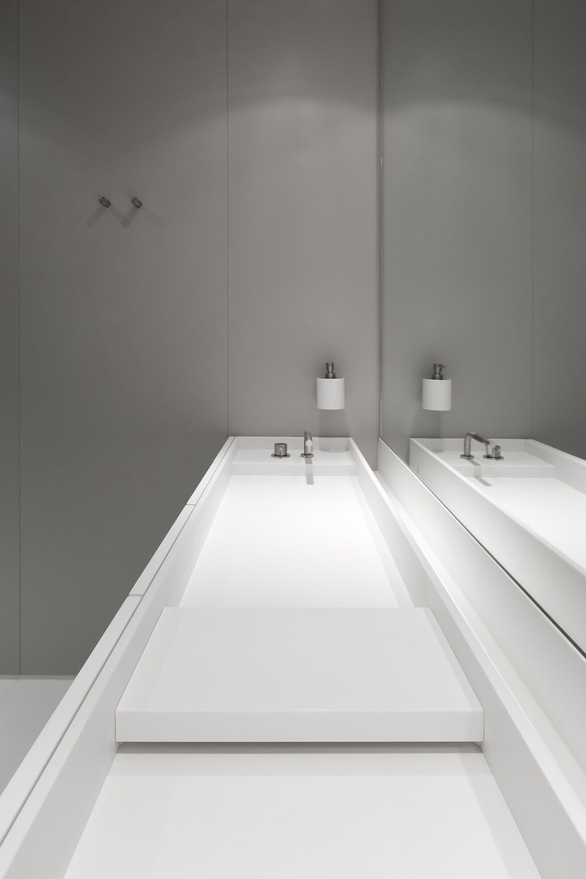 Wash Basin No.1in Hi-macs by Studio Niels Maastricht, The ...