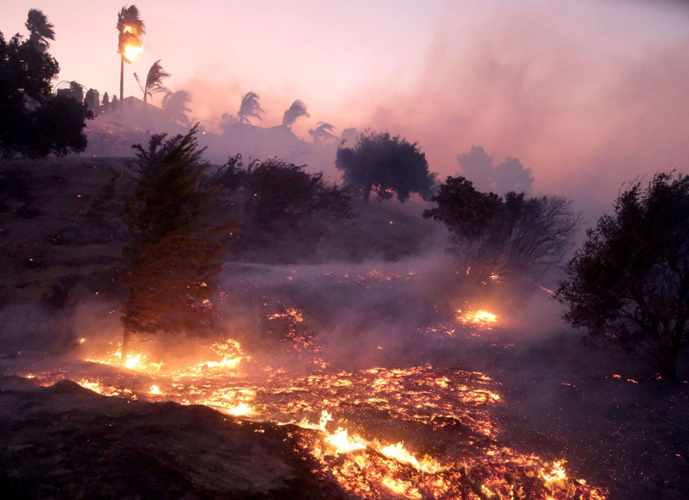 Wildfires Break Out Overnight In Los Angeles Area Los Angeles Area California Wildfires Places To Visit
