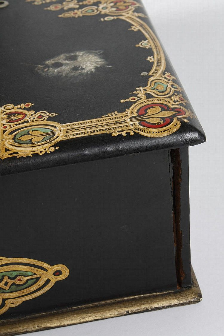 ENGLISH BLACK LACQUER LAP DESK OR WRITING BOX - Sl - by Pacific Gallerieshttp://www.invaluable.com