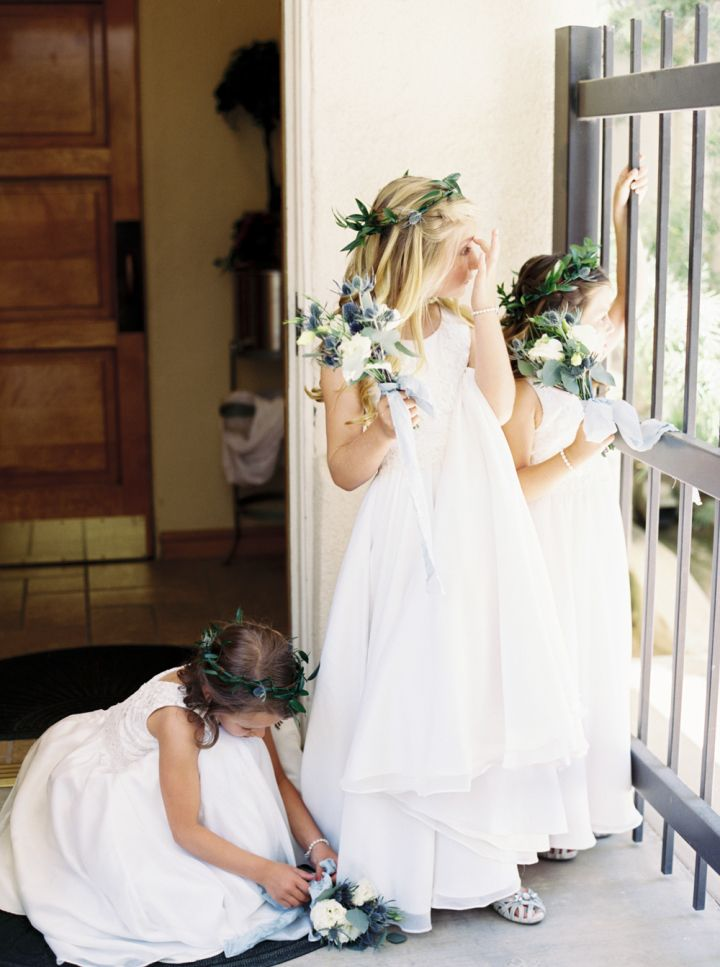 Flower girls | fabmood.com #wedding #flowergirls