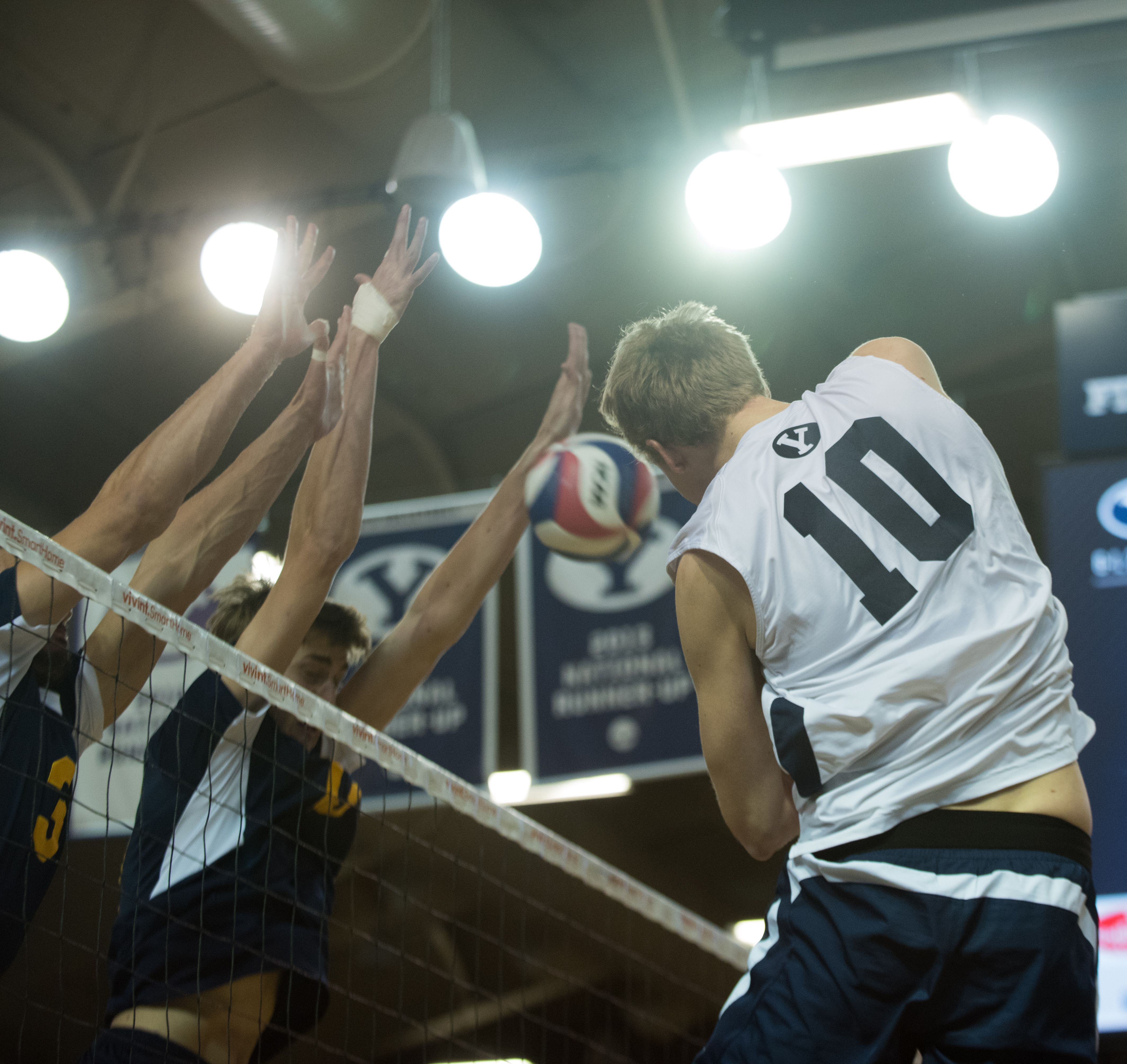 No 3 Byu Volleyball Stays Strong Despite Numerous Injuries The Daily Universe Byu Byu Sports Volleyball