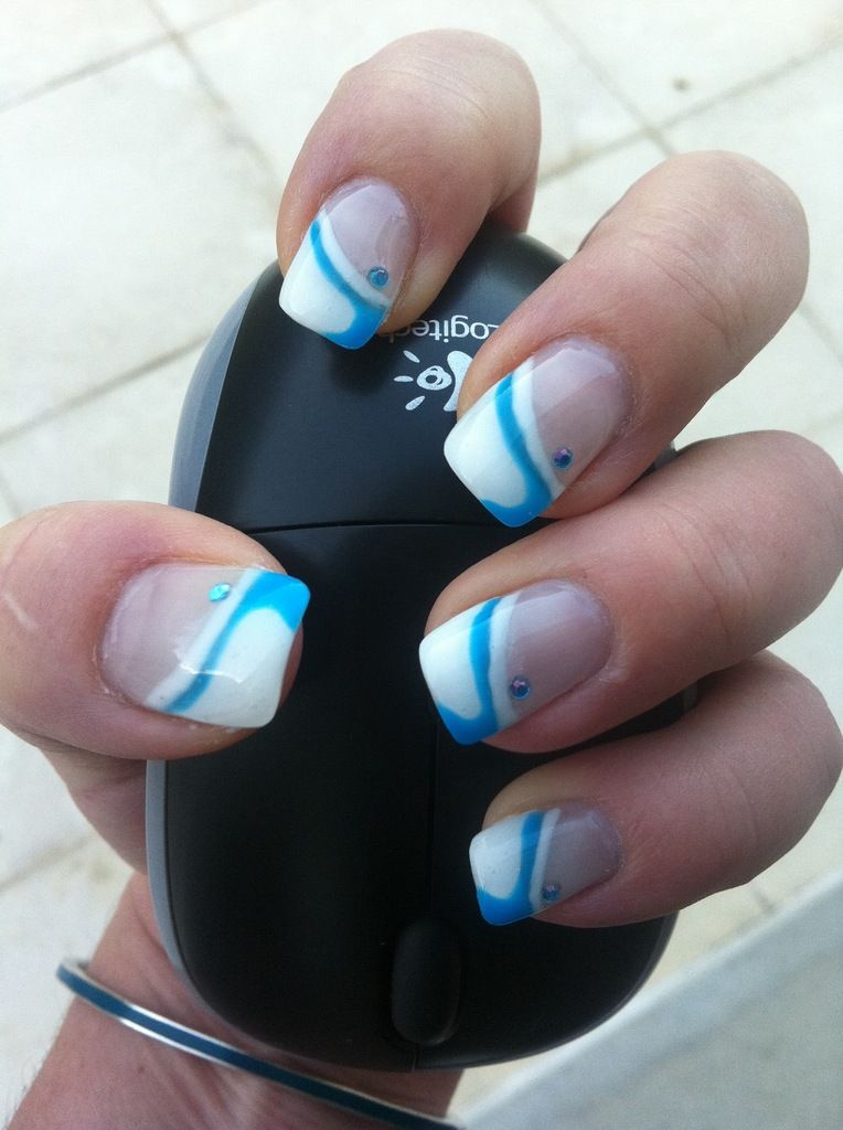 ongles en gel french blanche et d coration bleu nails. Black Bedroom Furniture Sets. Home Design Ideas
