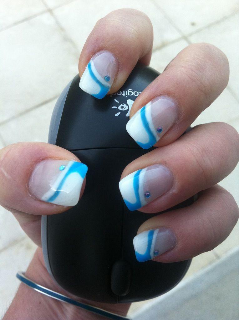 ongles en gel french blanche et d coration bleu funky. Black Bedroom Furniture Sets. Home Design Ideas