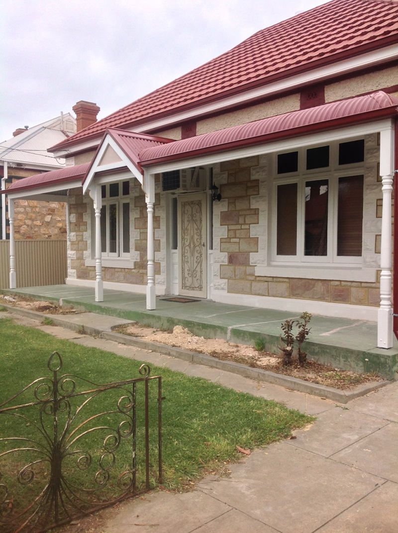 Bullnose Verandah With Colorbond Roofing All Type Roofing Colonial House Exteriors Facade House House Exterior