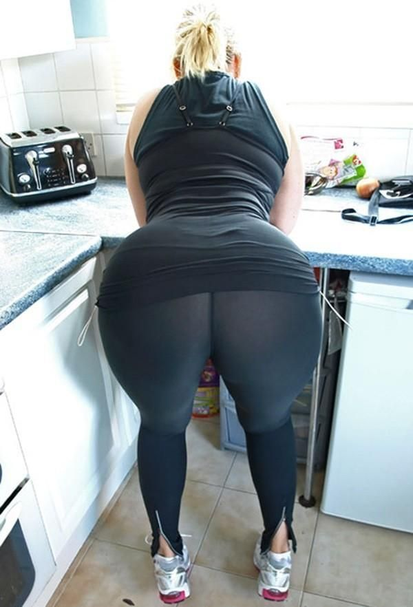 Big butt milf in sweat pants