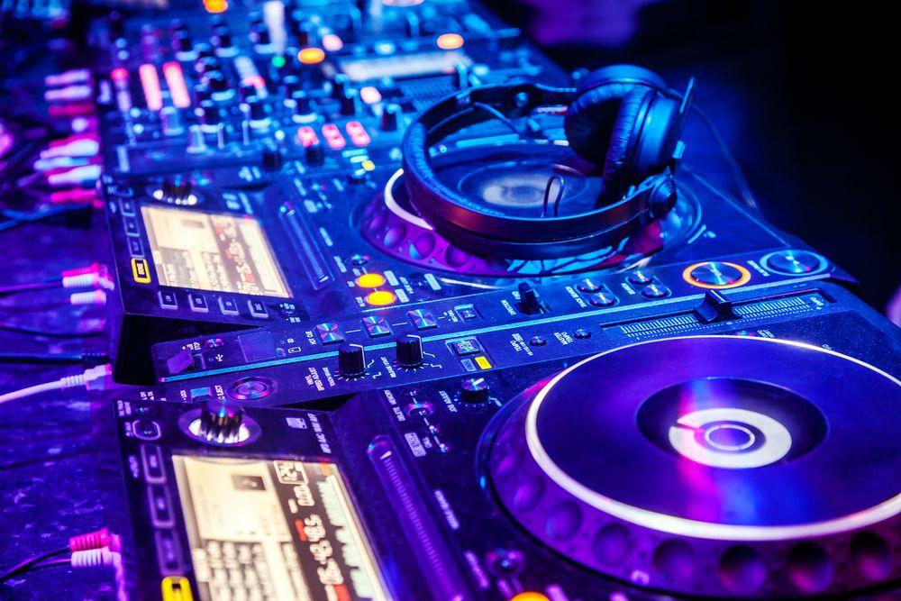 Djs Melbourne (With images) Music mixer, Dj music mixer