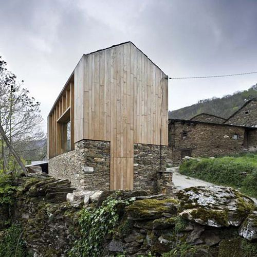 La casa en los pueblos está cambiando Casa de Carlos Quintans en - maison en bois et en pierre