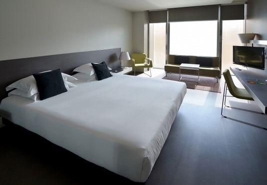 Il top del design moderno in pieno centro a Barcellona con terrazza, piscina panoramica e colazione inclusa.