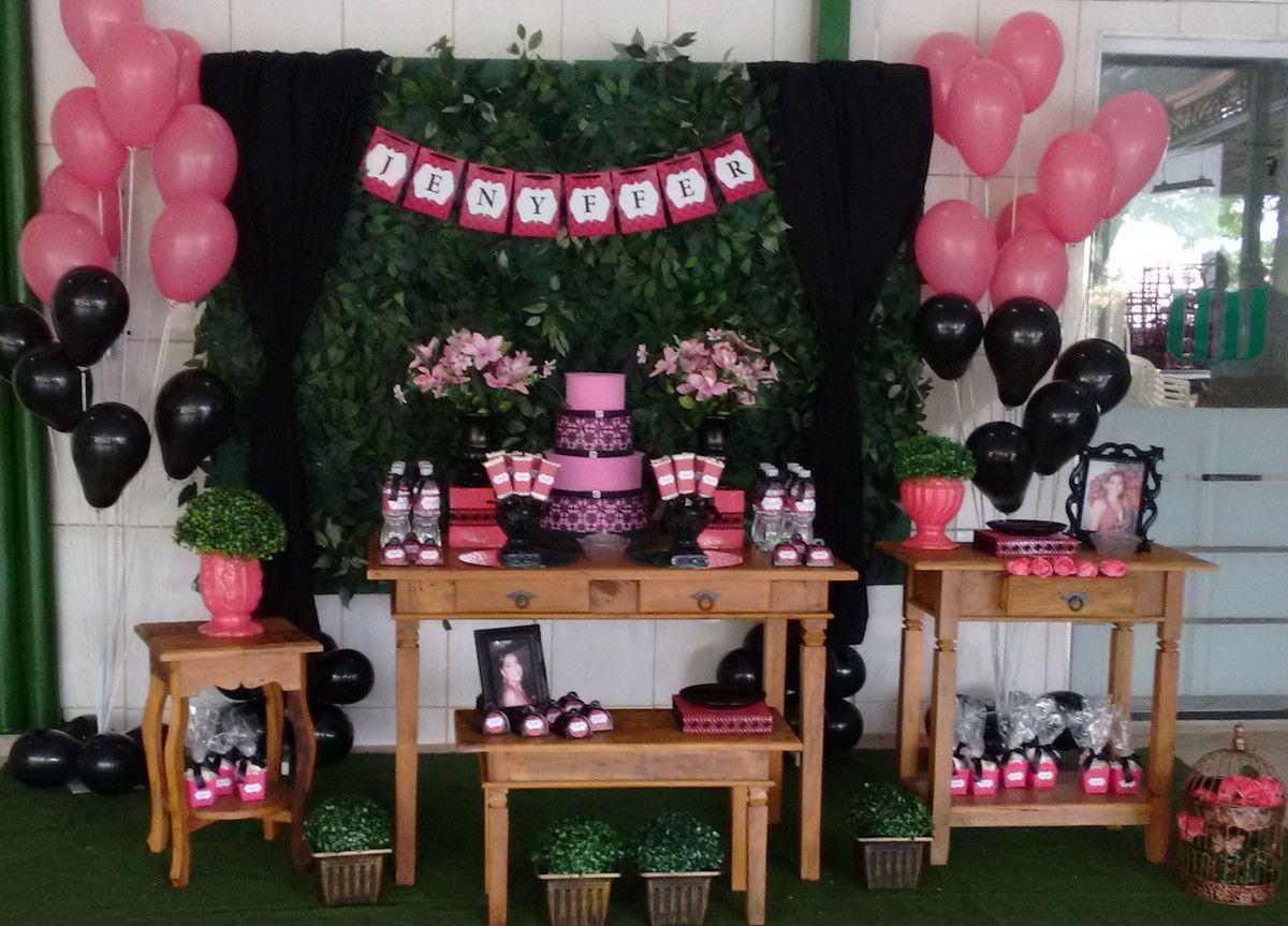 Locação mesa decorativa Pink e Preta. Consulte e reserve sua data.