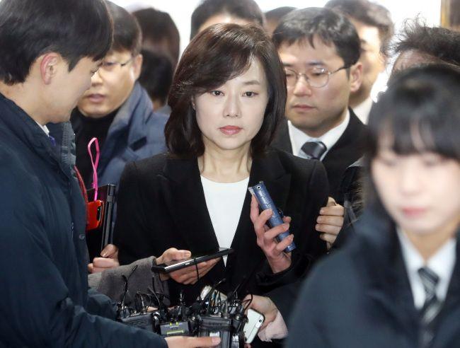 South Korean Culture Minister Resigns After Arrest over Arts Blacklist | Koogle TV
