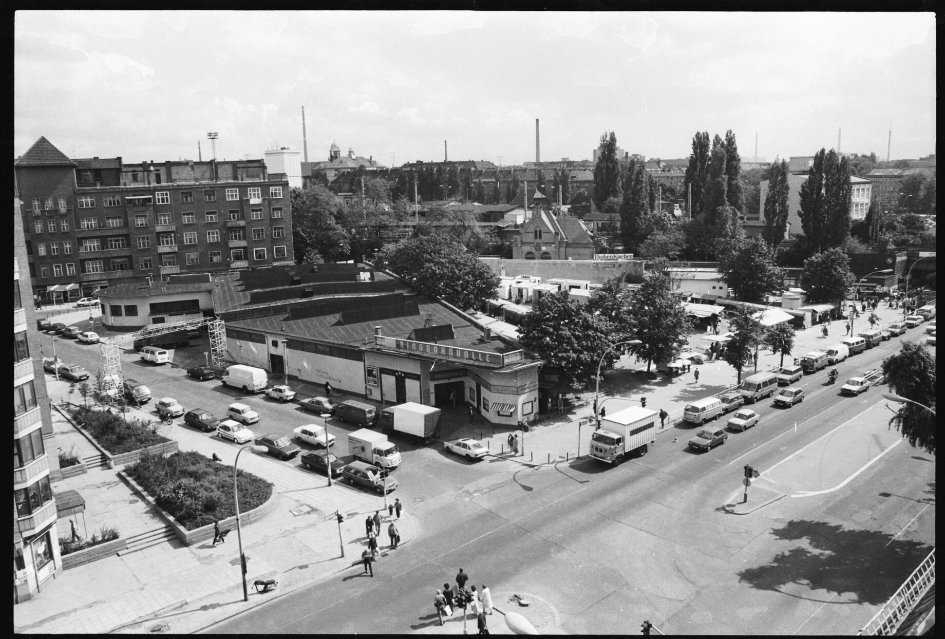 Die Ringbahnhalle An Der Frankfurter Allee Ecke Pettenkoferstrasse Foto Gerd Danigel Ddr Fotograf De Berlin Geschichte Bahnhof Berlin
