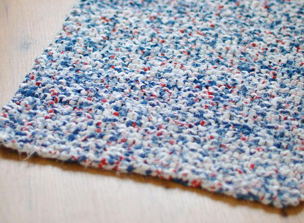 Tapis tapis gris / Tricot avec chutes de tissus