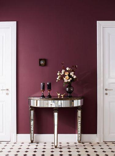 Der ganz große Auftritt: Mit opulenten Rot- und Violetttönen repräsentative Räume erschaffen - Homeplaza #flureinrichten