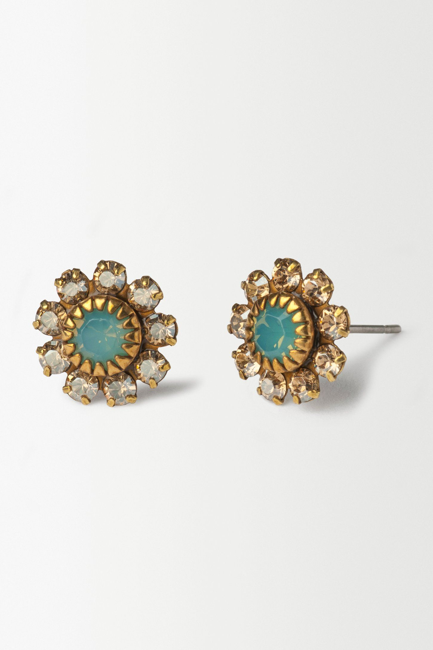 http://www.anthropologie.eu/anthro/product/accessories-jewellery-earrings/7412437983815.jsp
