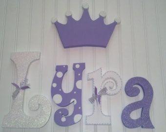 Decoración cuarto de niños, vivero decoración de la pared, colgante vivero cartas, cartas infantiles, Letras de infantiles bebé niña, corona de la princesa, Letras de pared infantiles #cuartoniñasprincesa