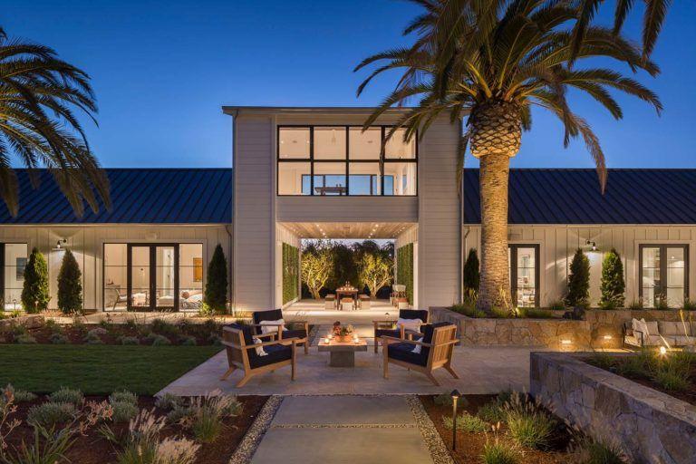 Fresh modern farmhouse style with stunning views of Napa wine country #modernfarmhousestyle