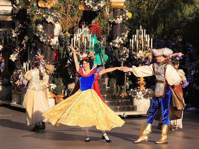 A Christmas Fantasy Parade: Snow White and her Prince