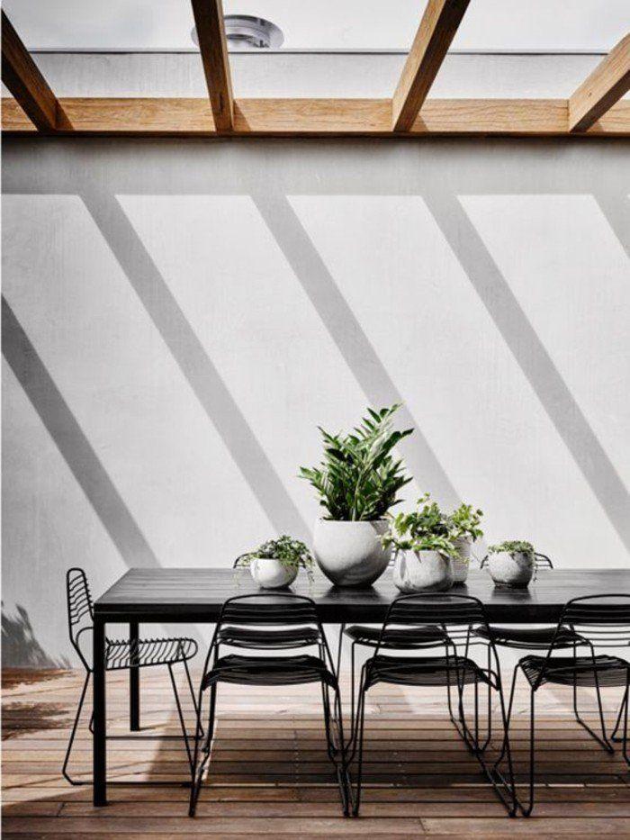 salle manger avec plafond transparent et