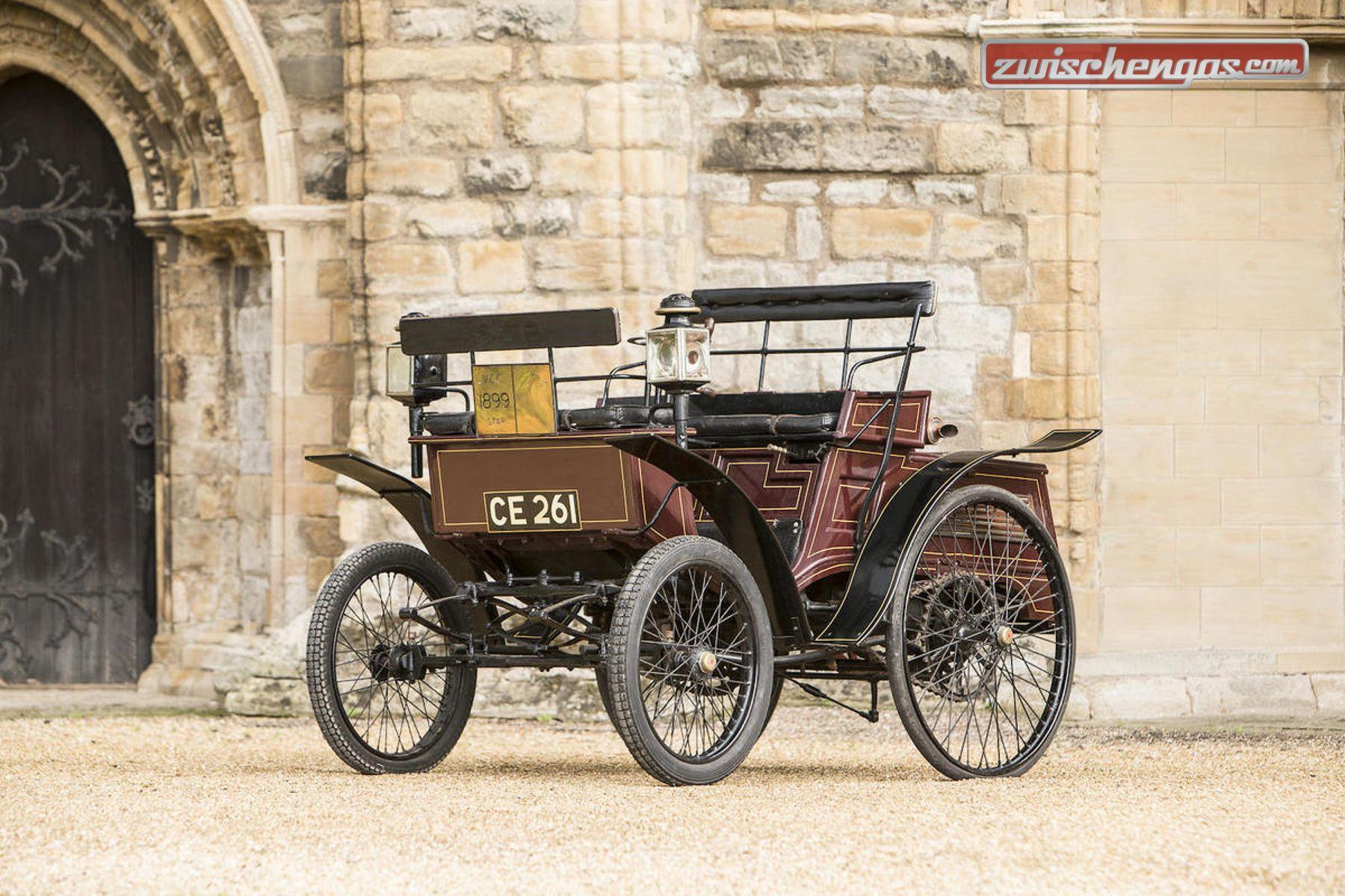 Der Star Benz 3 1/2 hp Vis-à-Vis von 1899 kam am Bonhams London to Brighton Run Sale 2015 unter den Hammer: http://www.zwischengas.com/de/FT/diverses/Wertvolle-Veteranen-bei-der-Bonhams-London-Brighton-Versteigerung-2015.html?gallery=on  Foto © Bonhams