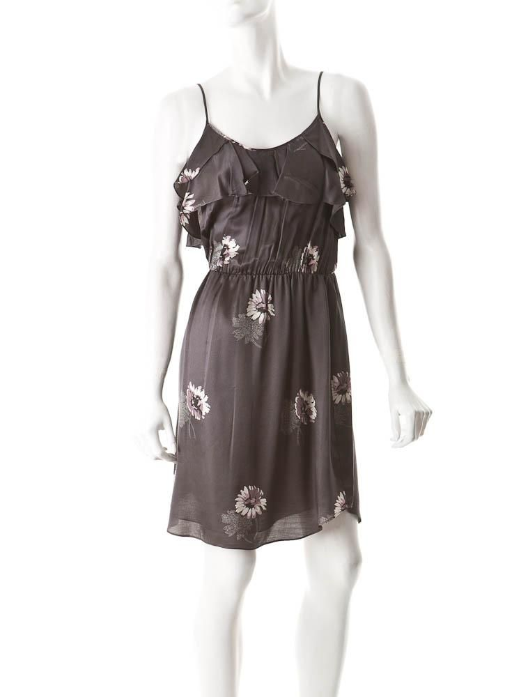 Perfect dress for the gray clothing phase I've been going through lately. I'd pair it with a light gray cardigan for work.